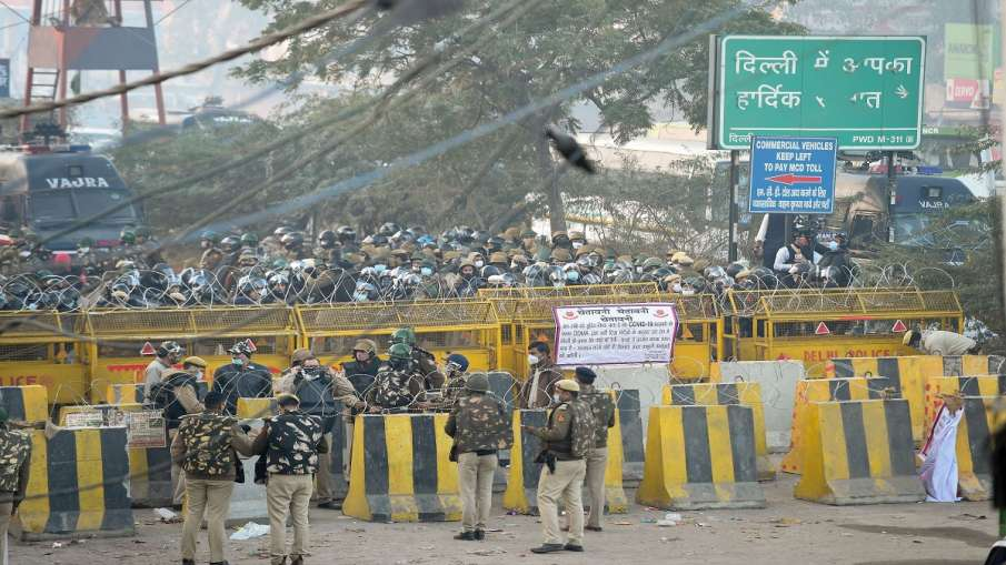 'Delhi Chalo' March: Farmers stopped at Delhi-Haryana Singhu border, farmers intent on moving forward - India TV Hindi
