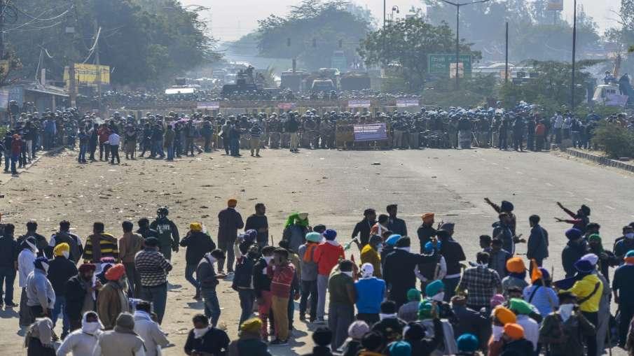 किसानों का दिल्ली कूच: पुलिस और किसानों में झड़प, आंसू गैस के गोले और वाटर कैनन का इस्तेमाल- India TV Hindi