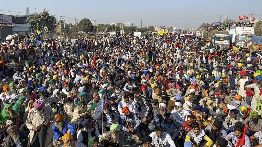दिल्ली बॉर्डर पर किसानों ने जमाया डेरा, सिंघू बॉर्डर पर लगा सात किलोमीटर लंबा जाम - India TV Hindi