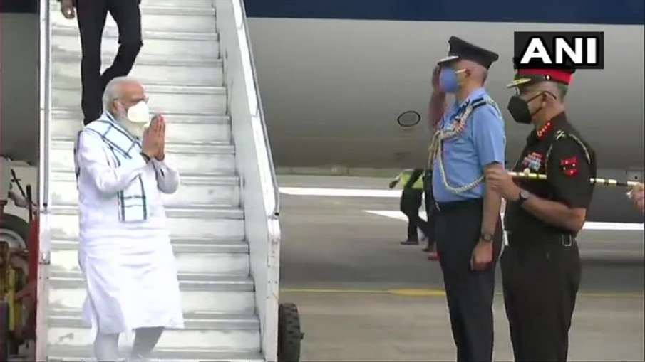 PM Modi arrives in Pune after Ahmedabad, Hyderabad, will talk to scientists at Serum Institute - India TV