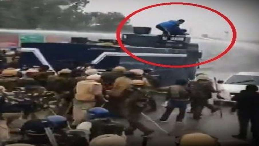 Farmers protest: Navdeep Singh, who turned off water cannon, charged with 'attempt to murder'- India TV Hindi