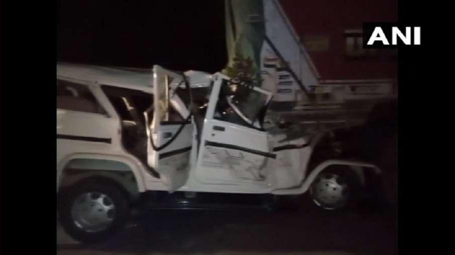 यूपी के प्रतापगढ़ में भीषण सड़क हादसा, 6 बच्चों समेत 14 लोगों की मौत- India TV Hindi