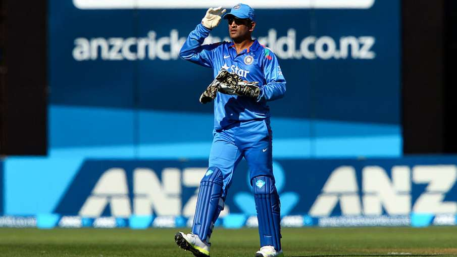 Aakash Chopra raised questions on Dhoni being in ICC T20I Team of the Decade - India TV Hindi