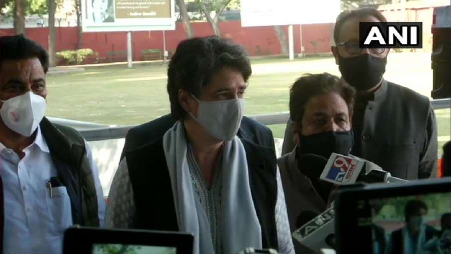 Rahul gandhi on foreign trip priyanka gandhi attacks modi govt on kisan andolan राहुल गए विदेश तो प्- India TV Hindi