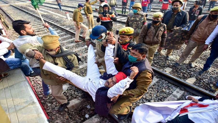 उत्तर प्रदेश में भारत बंद का मिला-जुला असर, समर्थन कर रहे नेता गिरफ्तार और नजरबंद - India TV Hindi
