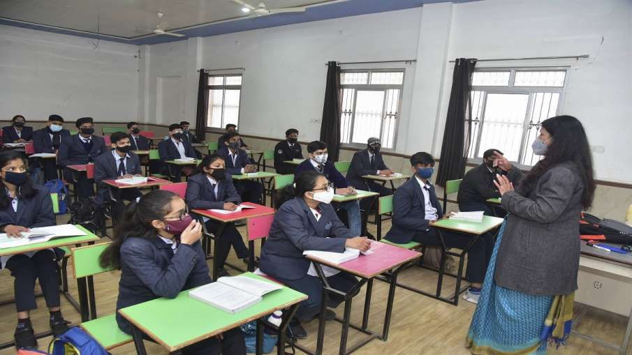 Delhi Students arrive at school after 10 months, will...- India TV Hindi