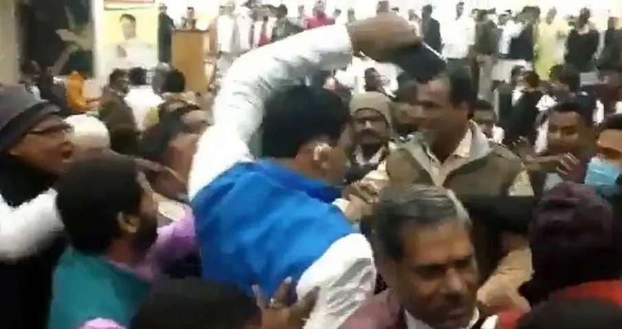 Video: No More Infighting, Congress Netas in Bihar Go For Open Fight- India TV Hindi