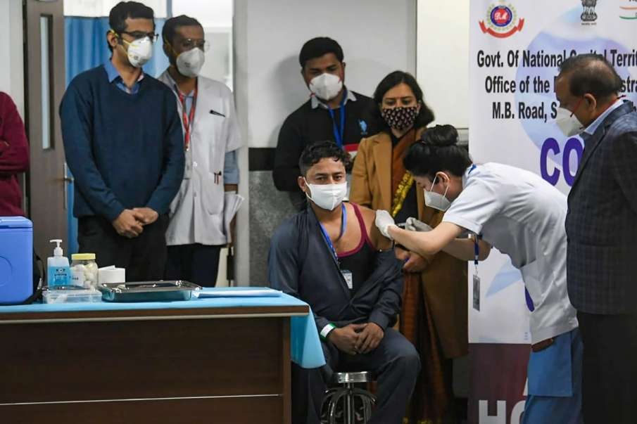 Coronavirus Vaccination:  Healthcare workers consulting colleagues, scouring Internet before taking - India TV Hindi