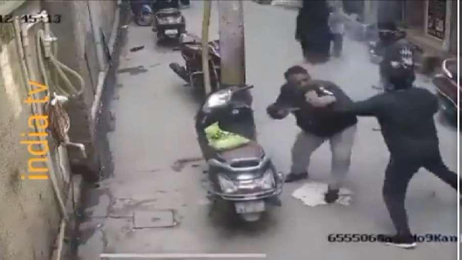 दिल्ली के जाफराबाद में मर्डर, सीसीटीवी में कैद हुई वारदात- India TV Hindi