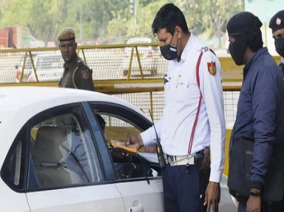 Now pay fine for not wearing seat belt on car's back seat, not installing side mirror on bikes- India TV Hindi
