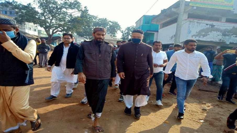 AIMIM Assaduddin Owaisi reaches furfura sharif meets Muslim leader Abbas Siddiqui अचानक बंगाल पहुंचे- India TV Hindi