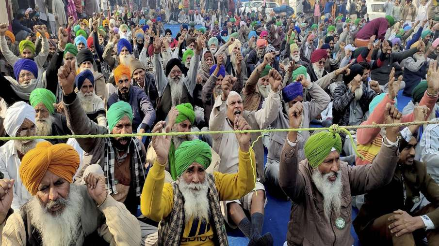Farmers stage a protest against Centre's farm reform laws at Tikri border, in New Delhi on Thursday.- India TV Hindi