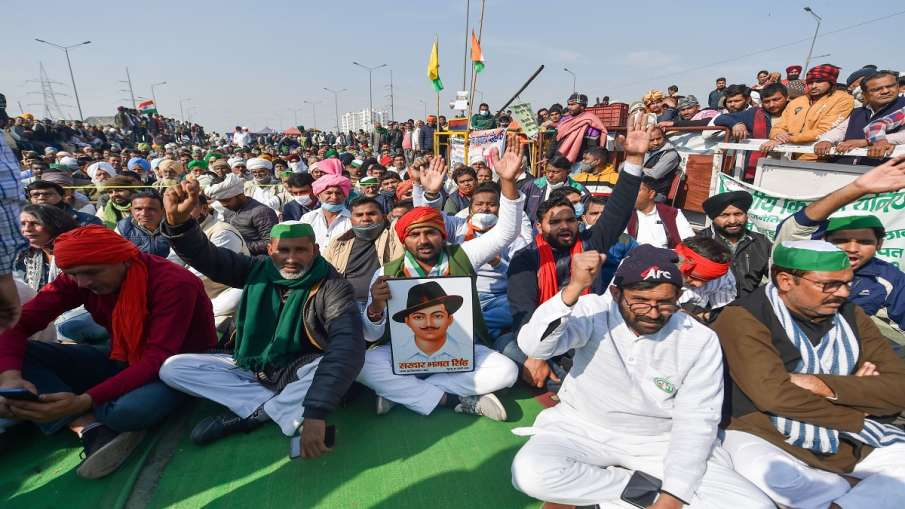 Farmers raise slogans at Ghazipur border during a hunger strike as part of their ongoing agitation a- India TV Hindi