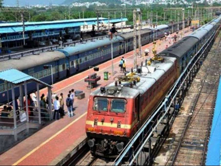 Indian Railways giving 10 per cent discount on train tickets, know how- India TV Hindi