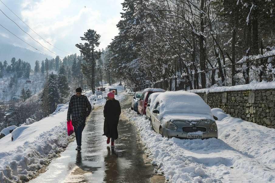 Night temperature rises as rain, snow lash Jammu & Kashmir and Ladakh- India TV Hindi