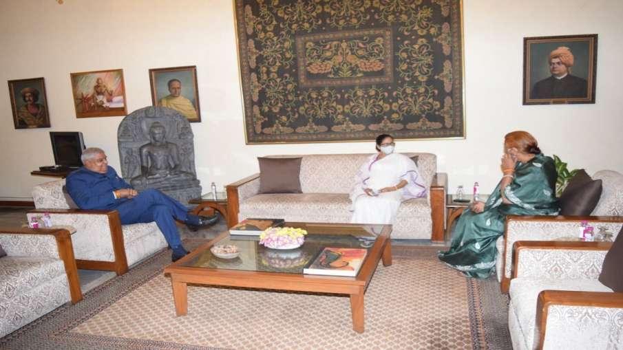 ममता बनर्जी ने राजभवन जाकर राज्यपाल जगदीप धनखड़ से मुलाकात की- India TV Hindi