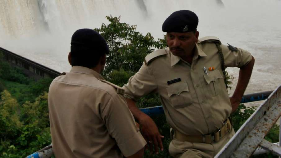 Woman gang-raped in MP's Sidhi, rod inserted into private parts- India TV Hindi