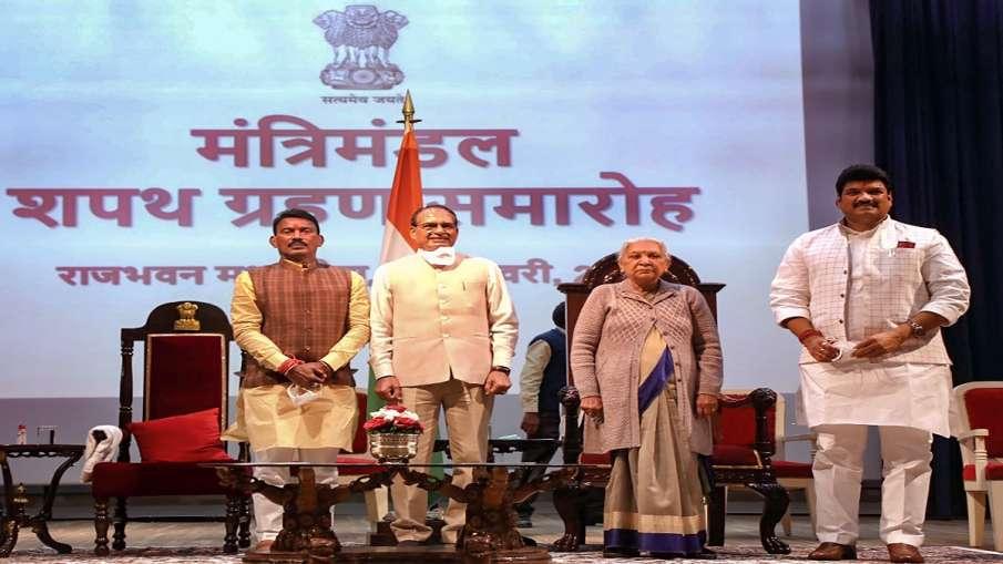 bjp members attack Shivraj after scindia aides made ministers बढ़ेंगी शिवराज की मुश्किलें? सरकार में- India TV Hindi