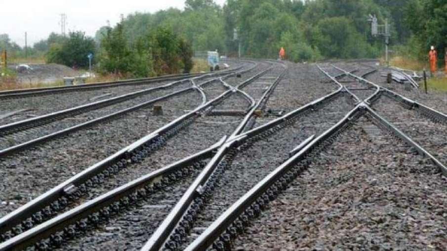 ट्रेन से हुए दो...- India TV Hindi