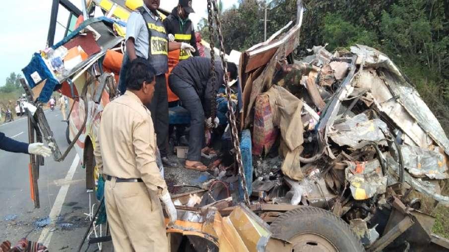 road accident in Dharwad Karnataka कर्नाटक के धारवाड़ में बड़ा सड़क हादसा, ट्रक-टेंपो की टक्कर में 1- India TV Hindi