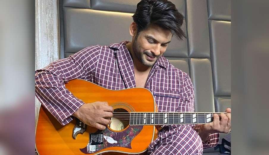 sidharth shukla poses with guitar- India TV Hindi