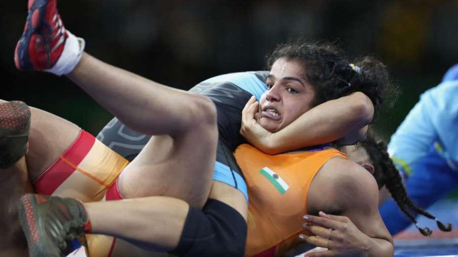 women national wrestling Sonam Malik won gold by defeating Sakshi Malik- India TV Hindi