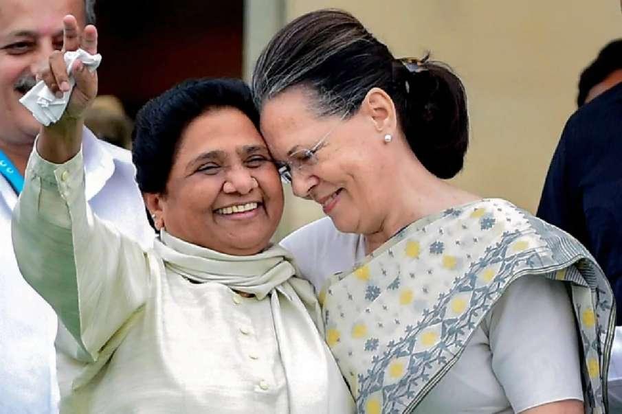 Harish Rawat bats for Bharat Ratna for Sonia Gandhi, Mayawati- India TV Hindi