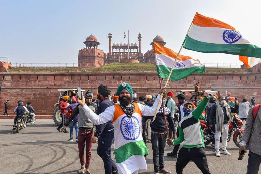 Kisan andolan tractor rally break police barricades clash latest pictures- India TV Hindi