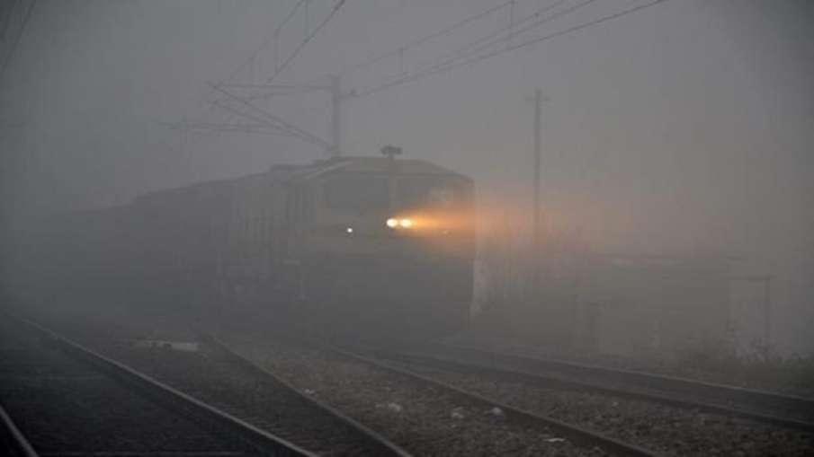 कोहरे का रेल और हवाई यातायात पर भी असर- India TV Hindi