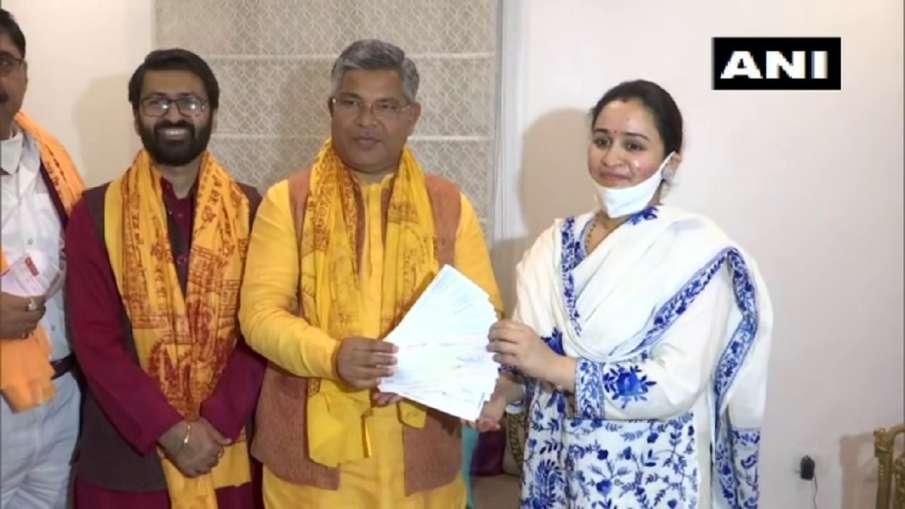 Aparna Yadav Mulayam Singh Yadav daughter-in-law donates Rs 11 lakhs for Ram temple Ayodhya मुलायम स- India TV Hindi