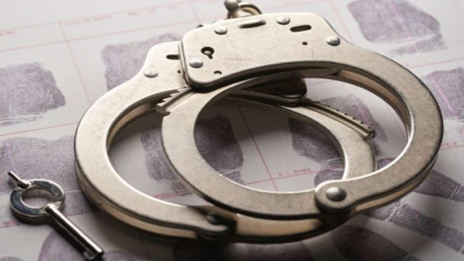 High Security Registration Plate fake three arrested HSRP: नकली हाई सिक्योरिटी रजिस्ट्रेशन प्लेट! पु- India TV Hindi