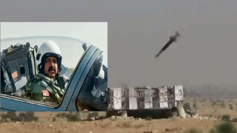 बालाकोट एयरस्ट्राइक दूसरी वर्षगांठ: IAF चीफ ने ऑपरेशन में शामिल पायलटों के साथ भरी उड़ा, ध्वस्त किया- India TV Hindi