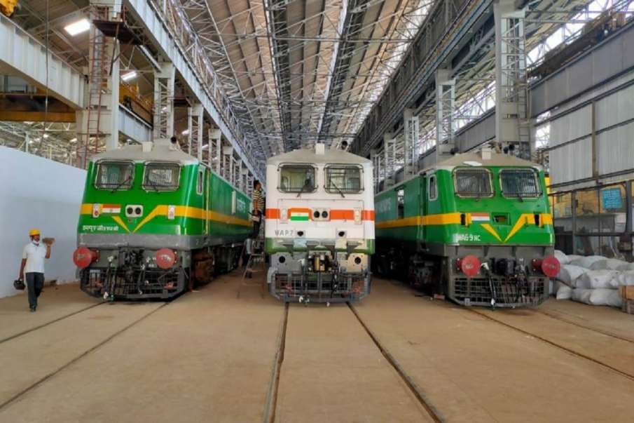 Chittaranjan Locomotive Works 300 Rail Engines manufactured 215 days- India TV Hindi