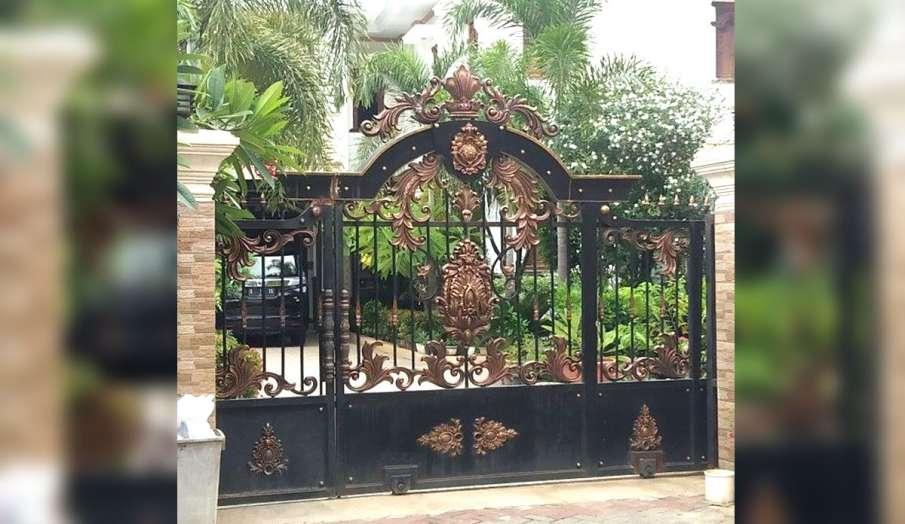 main gate ke samne kya nahi hona chahiye  - India TV Hindi