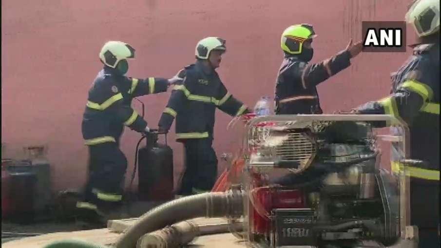मुंबई : सिलेंडर के गोदाम में लगी भीषण आग, चार लोगों के झुलसने की खबर- India TV Hindi