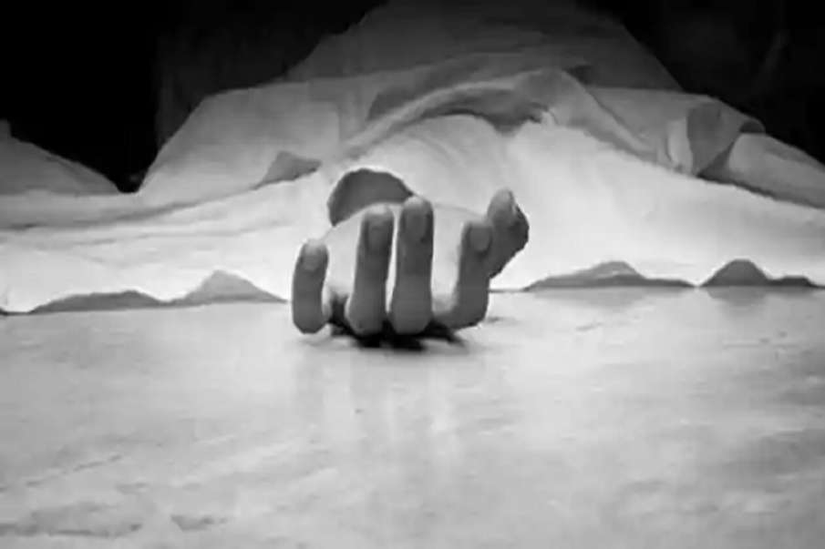 Baghpat man murders wife daughter reaches police station- India TV Hindi