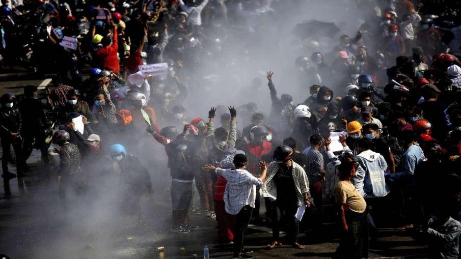 म्यांमार में तख्तापलट का विरोध कर रहे लोगों पर पुलिस ने चलाई गोली, दो प्रदर्शनकारियों की मौत- India TV Hindi