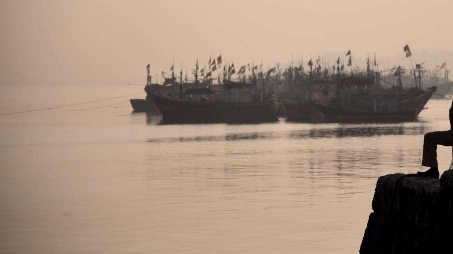 पाकिस्तान ने गिरफ्तार किए 17 भारतीय मछुआरे, तीन नौकाओं को किया जब्त- India TV Hindi