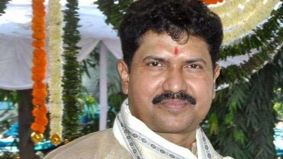 मुंबई में सांसद मोहन डेलकर का शव मिला, पुलिस को आत्महत्या की आशंका- India TV Hindi