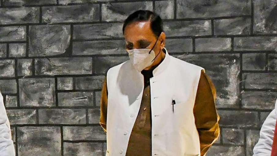 गुजरात: CM विजय रूपाणी को रैली में मंच पर आया चक्कर, गिरने से पहले ही सुरक्षाकर्मियों ने संभाला- India TV Hindi