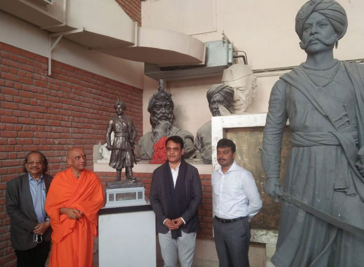 केम्पेगौड़ा की 108 फुट...- India TV Hindi