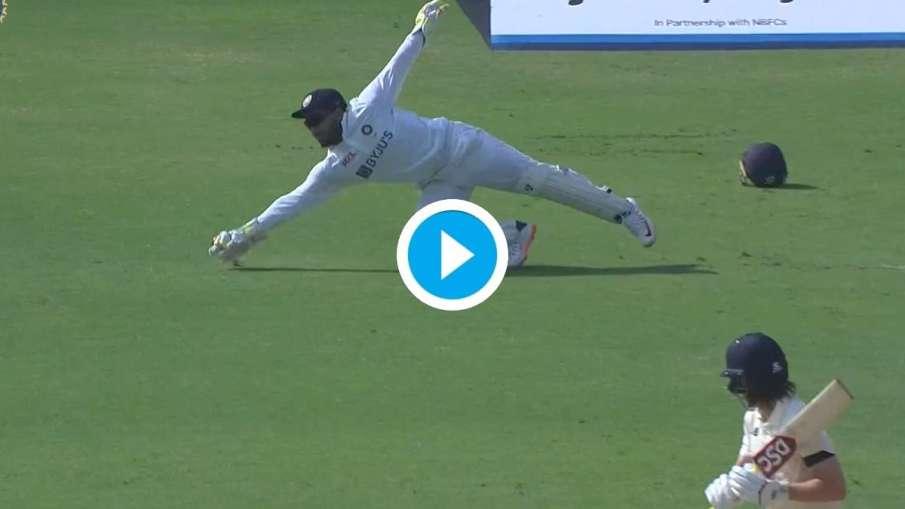 Video : दूसरे ही ओवर में...- India TV Hindi