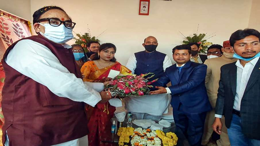 Rajnath singh participates in marriage of his adopted son डॉक्टर की शादी में शामिल हुए राजनाथ, 20 सा- India TV Hindi