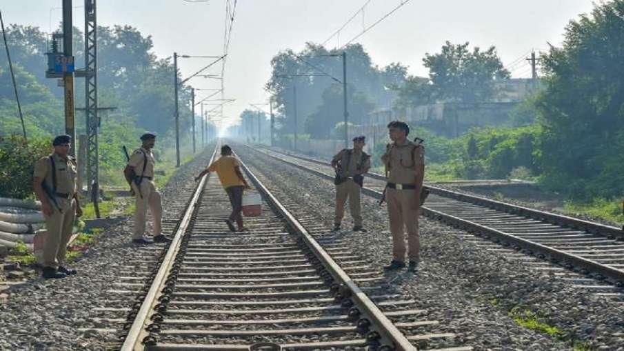 किसानों का रेल रोको आंदोलन, पटरियों के आसपास सुरक्षा बढ़ाई गई- India TV Hindi