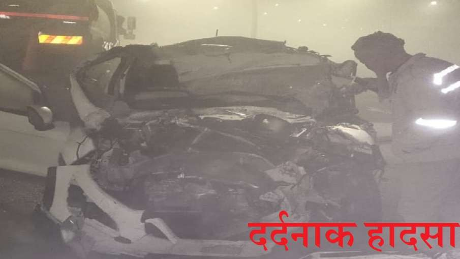 road accident on agra lucknow expressway car rammed into a truck Expressway पर हादसा, ट्रक में जा घु- India TV Hindi