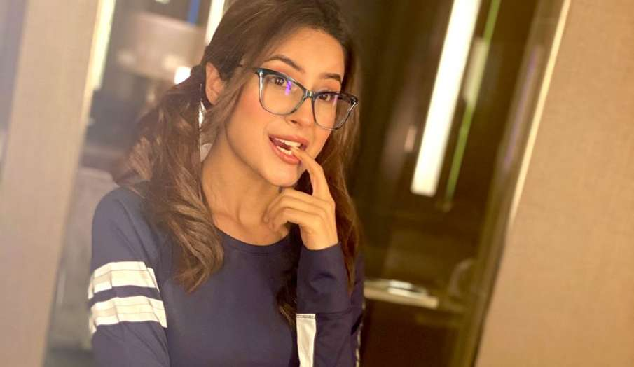 shehnaz gill nerdy look latest instagram post goes viral from canada- India TV Hindi