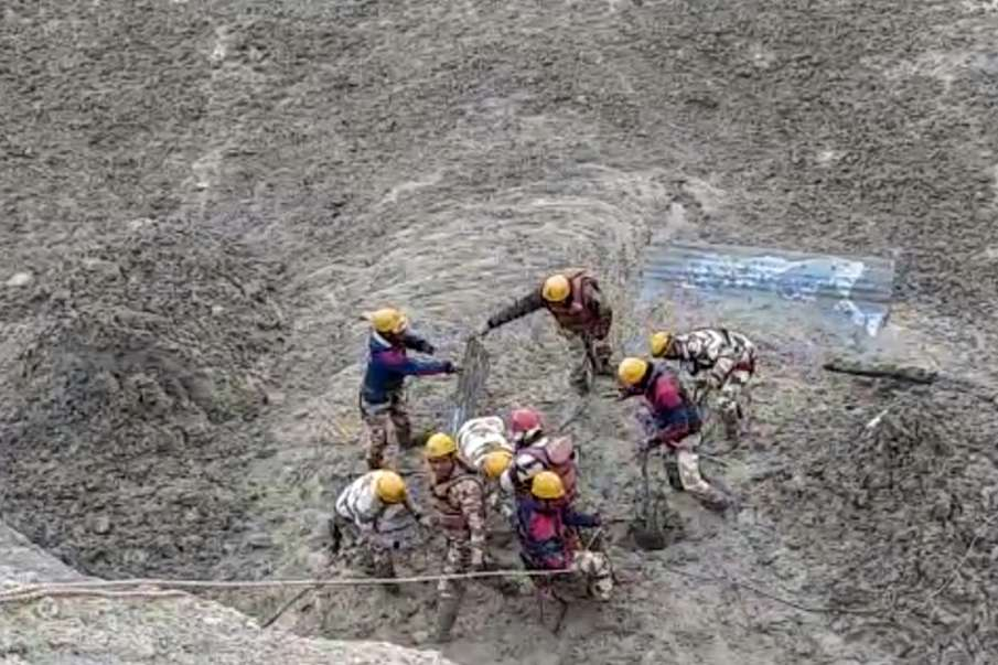ITBP rescues 16 people who were trapped in the tunnel near Tapovan Chamoli Uttarakhand Glacier Colla- India TV Hindi