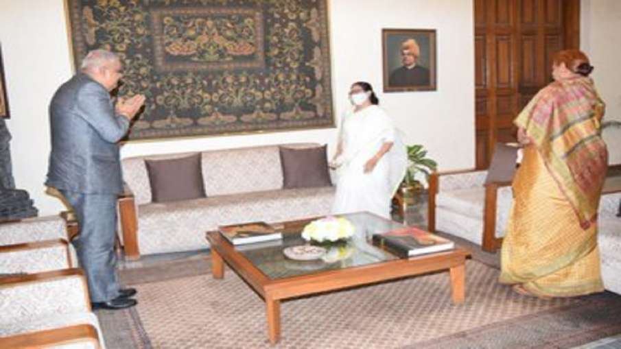 West Bengal Chief Minister Mamata Banerjee called on Governor Jagdeep Dhankhar at Raj Bhawan on Thur- India TV Hindi