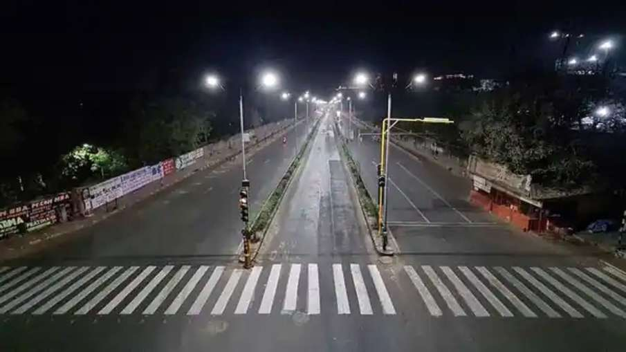अहमदाबाद में नाईट कर्फ्यू का समय बढ़ाया गया, मॉल्स-सिनेमा हॉल्स शनिवार और रविवार को रहेंगे बंद - India TV Hindi