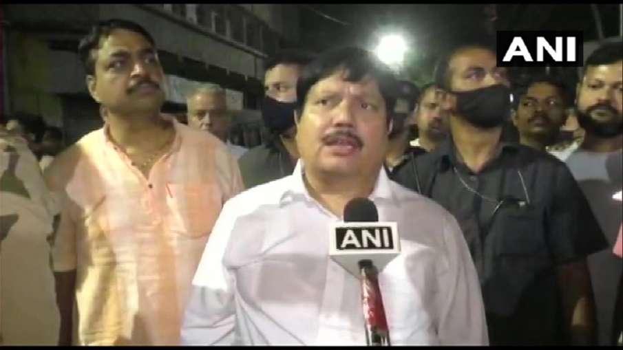 प. बंगाल में बीजेपी सांसद अर्जुन सिंह के घर समेत 15 जगहों पर बमबारी, तीन घायल- India TV Hindi